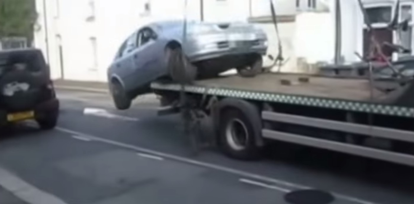 Moron Drives Off Flatbed Tow Truck To Avoid Parking Ticket