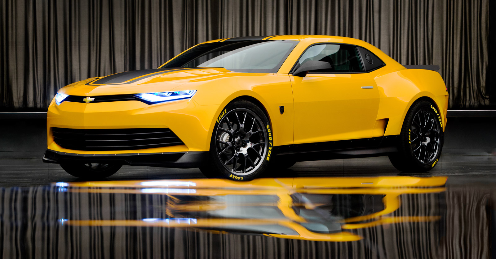 bumblebees new chevrolet camaro concept on the set of. Black Bedroom Furniture Sets. Home Design Ideas