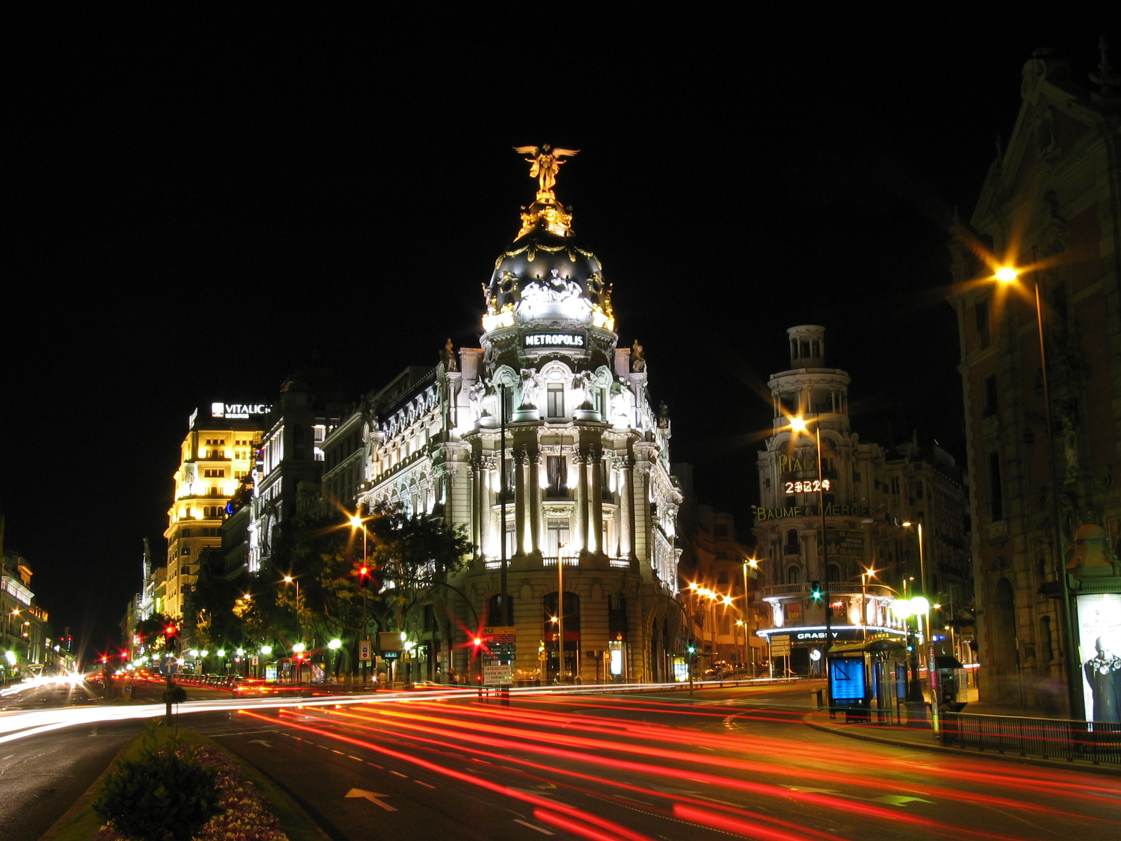In madrid you 39 ll pay more for parking if you drive a gas - H m calle orense madrid ...