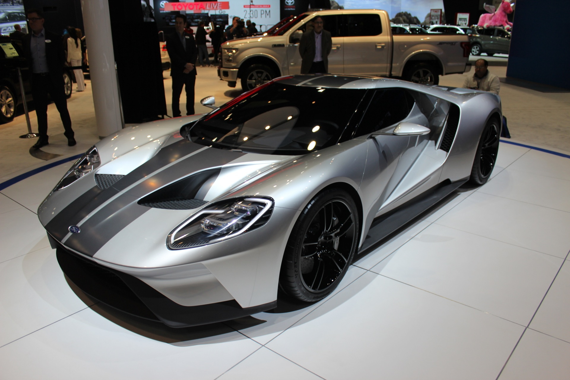 the ford gt will cost 400 000 sell 250 per year. Black Bedroom Furniture Sets. Home Design Ideas