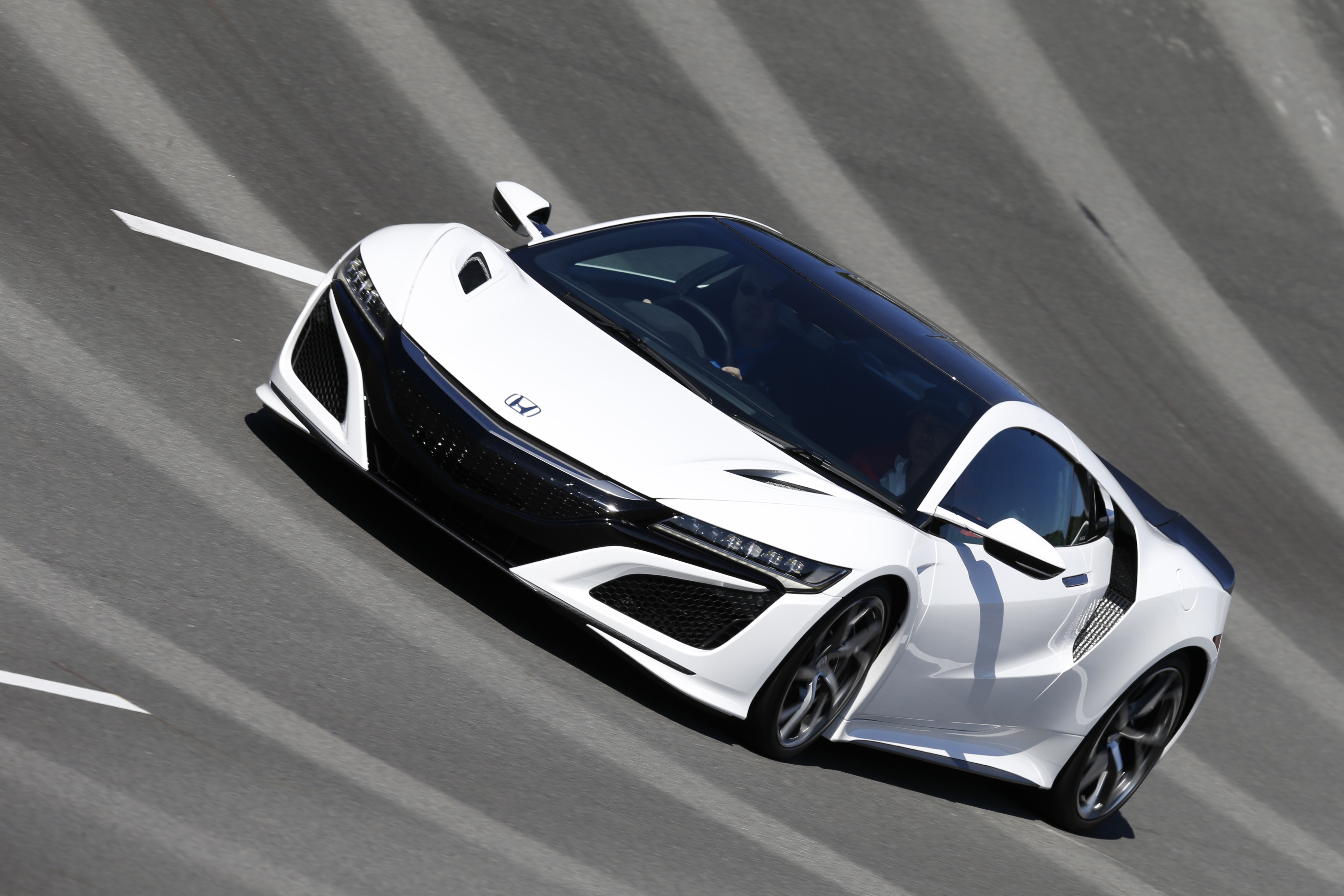 quick spin we drive the 2017 acura nsx ever so briefly. Black Bedroom Furniture Sets. Home Design Ideas