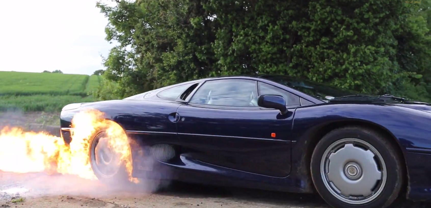 first remote car with 1092815 Jaguar Xj220 Lights Tires On Fire In Ultimate Burnout Video on 1096125 chinas Gac Motor To Present Gs4 Crossover At 2015 Detroit Auto Show together with Tamo Racemo 2017 Geneva Motor Show 259811 additionally 207944 besides The Awesome Rc Audi R8 V10 Supercar Built With Lego Bricks in addition 207601.