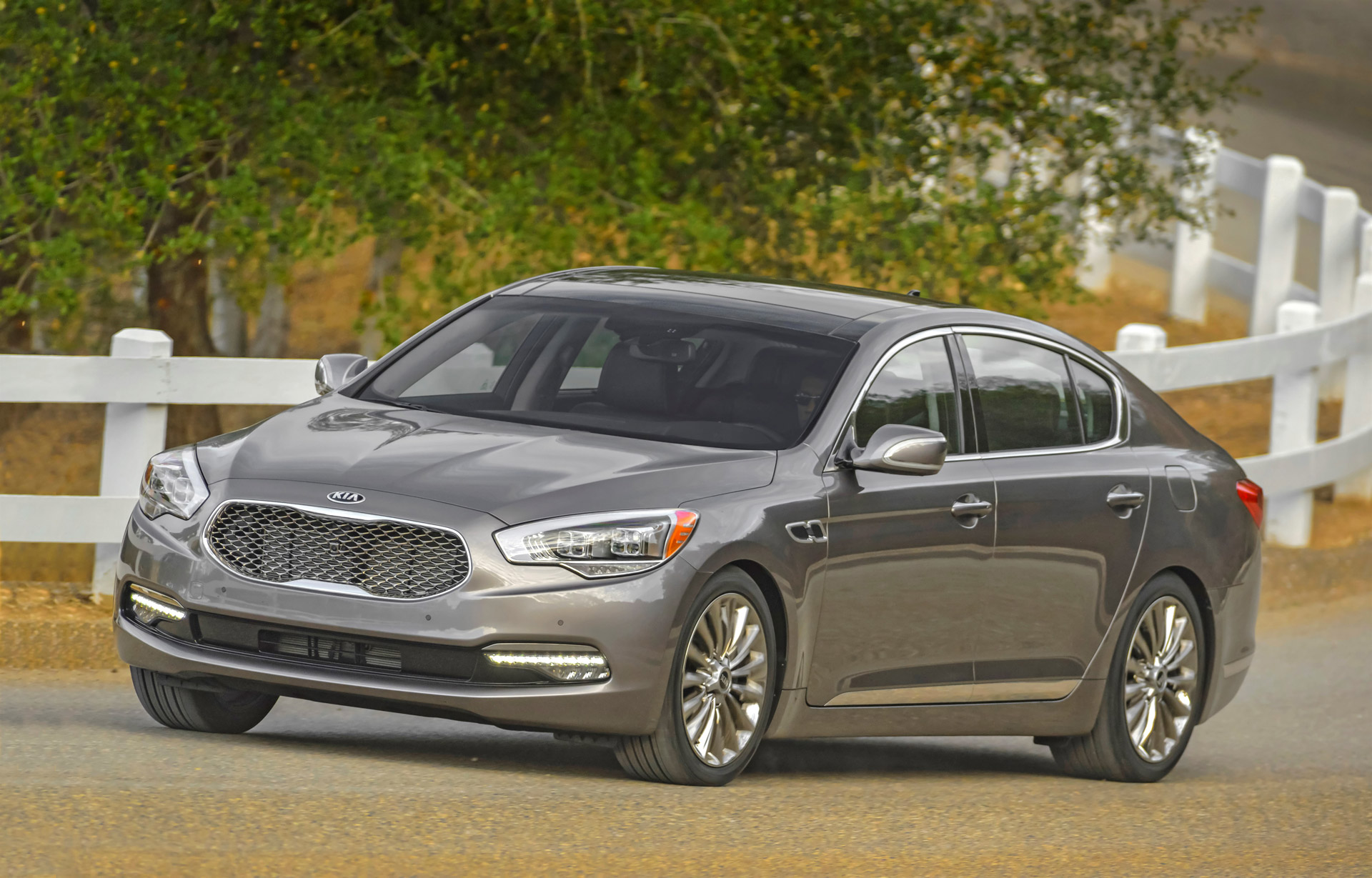 2016 kia k900 review ratings specs prices and photos the car connection. Black Bedroom Furniture Sets. Home Design Ideas