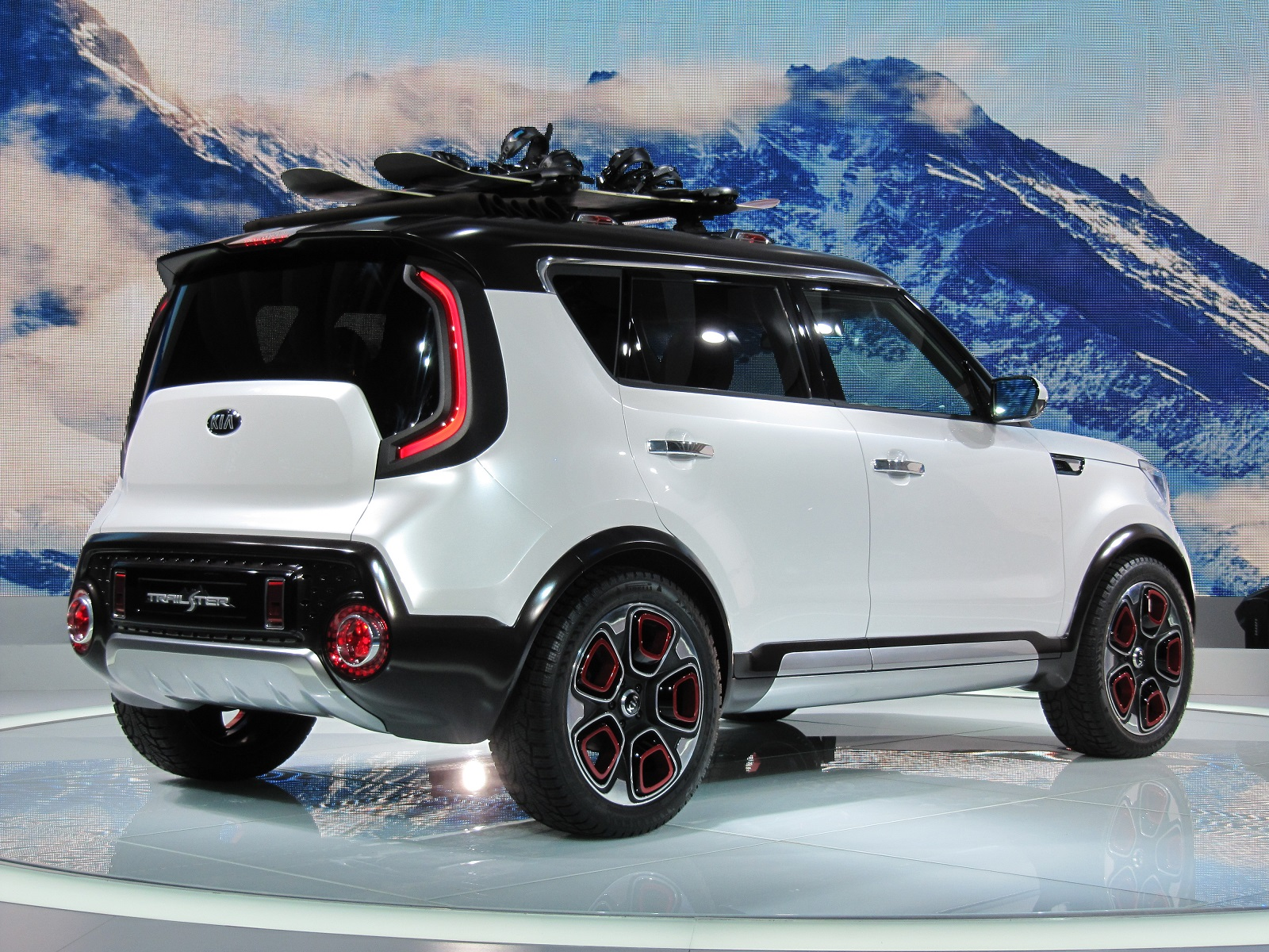 This Kia Might Remind You A Whole Lot Of The Soul However Trail Ster Has An Adventurous Twist To It Fit For Off Roading Concept Features