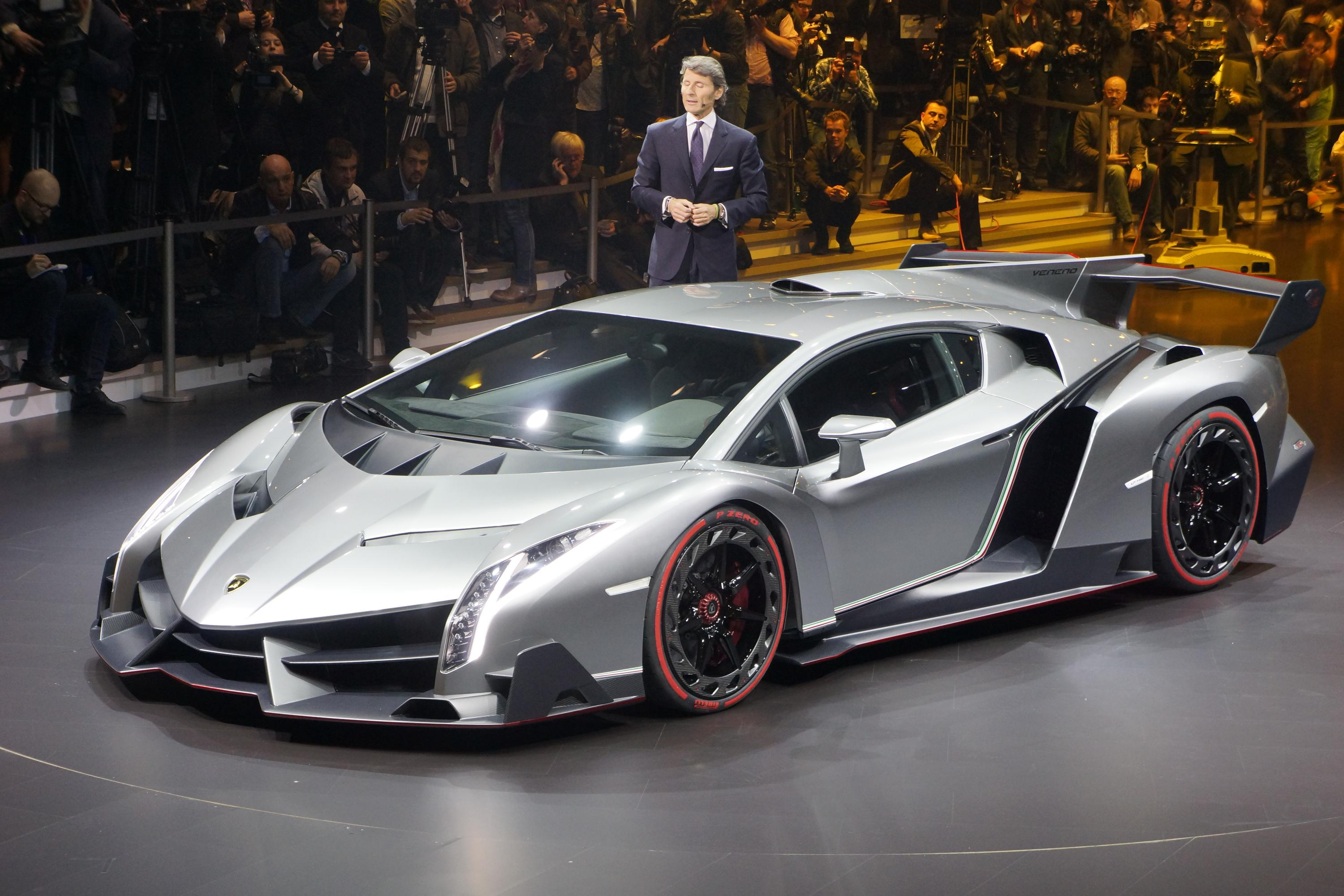 lamborghini veneno debuts live in geneva gallery. Black Bedroom Furniture Sets. Home Design Ideas