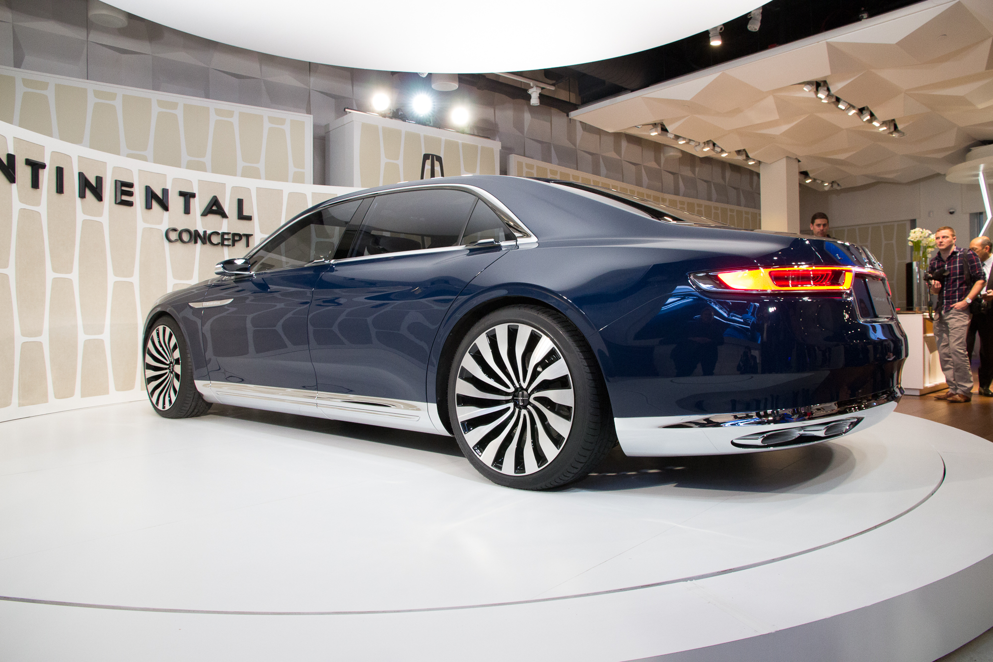 2015 - [Lincoln] Continental Lincoln-continental-concept-unveiling-new-york-city-march-29-2015_100505969_h