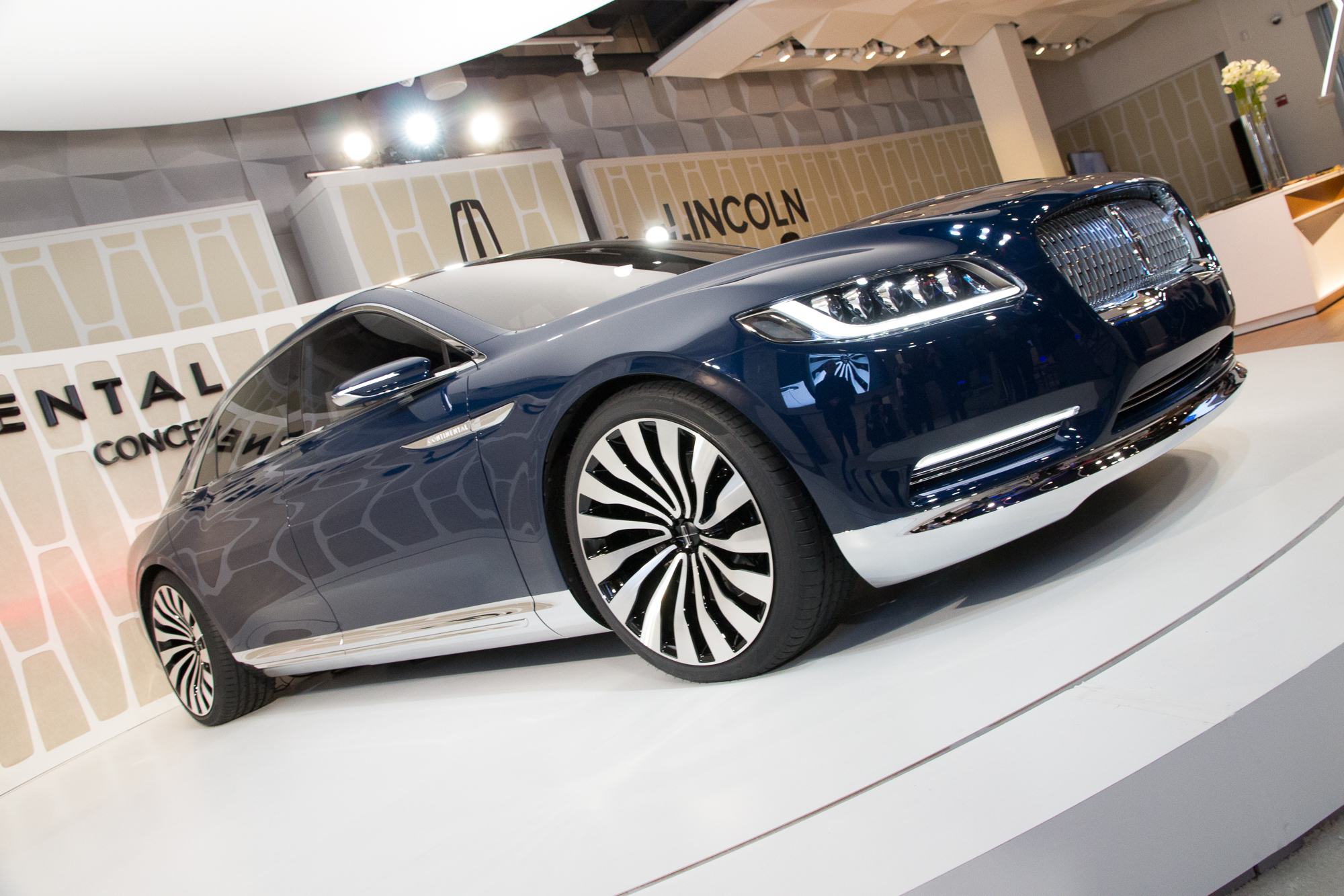 2015 - [Lincoln] Continental Lincoln-continental-concept-unveiling-new-york-city-march-29-2015_100505976_h