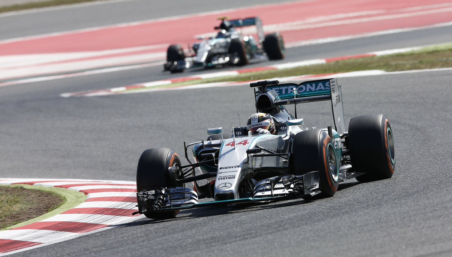 rosberg edges out hamilton for 2015 formula one spanish. Black Bedroom Furniture Sets. Home Design Ideas