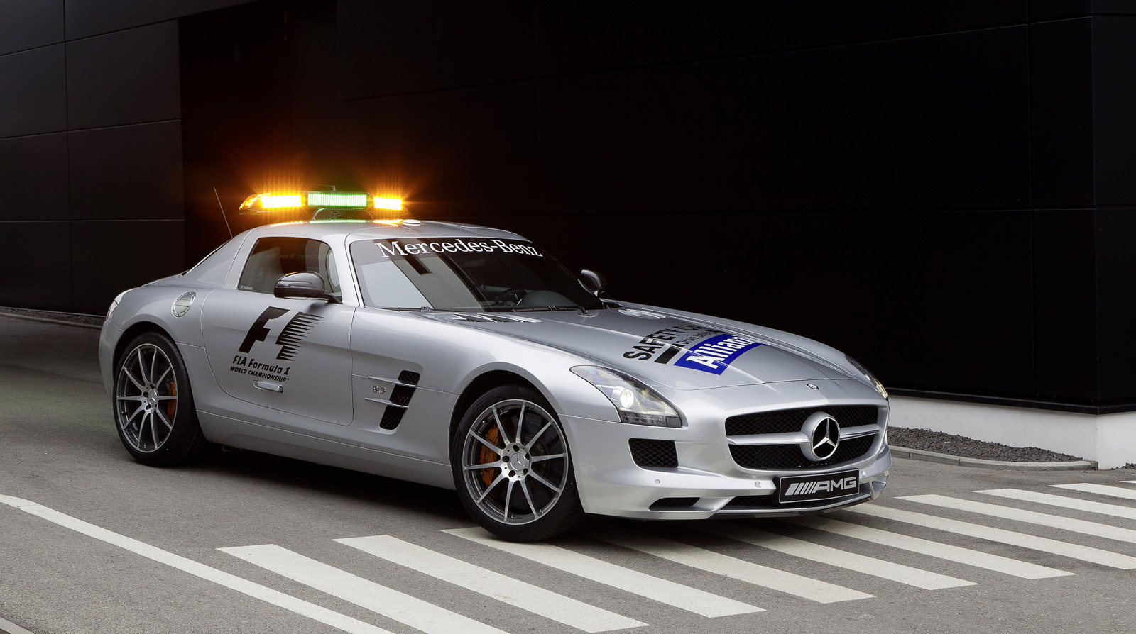 Mercedes benz sls amg and c63 amg back on f1 safety duty for Mercedes benz race car