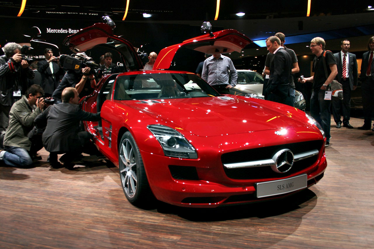 The los angeles auto show mitzy and muffy s personal for Mercedes benz dealer los angeles