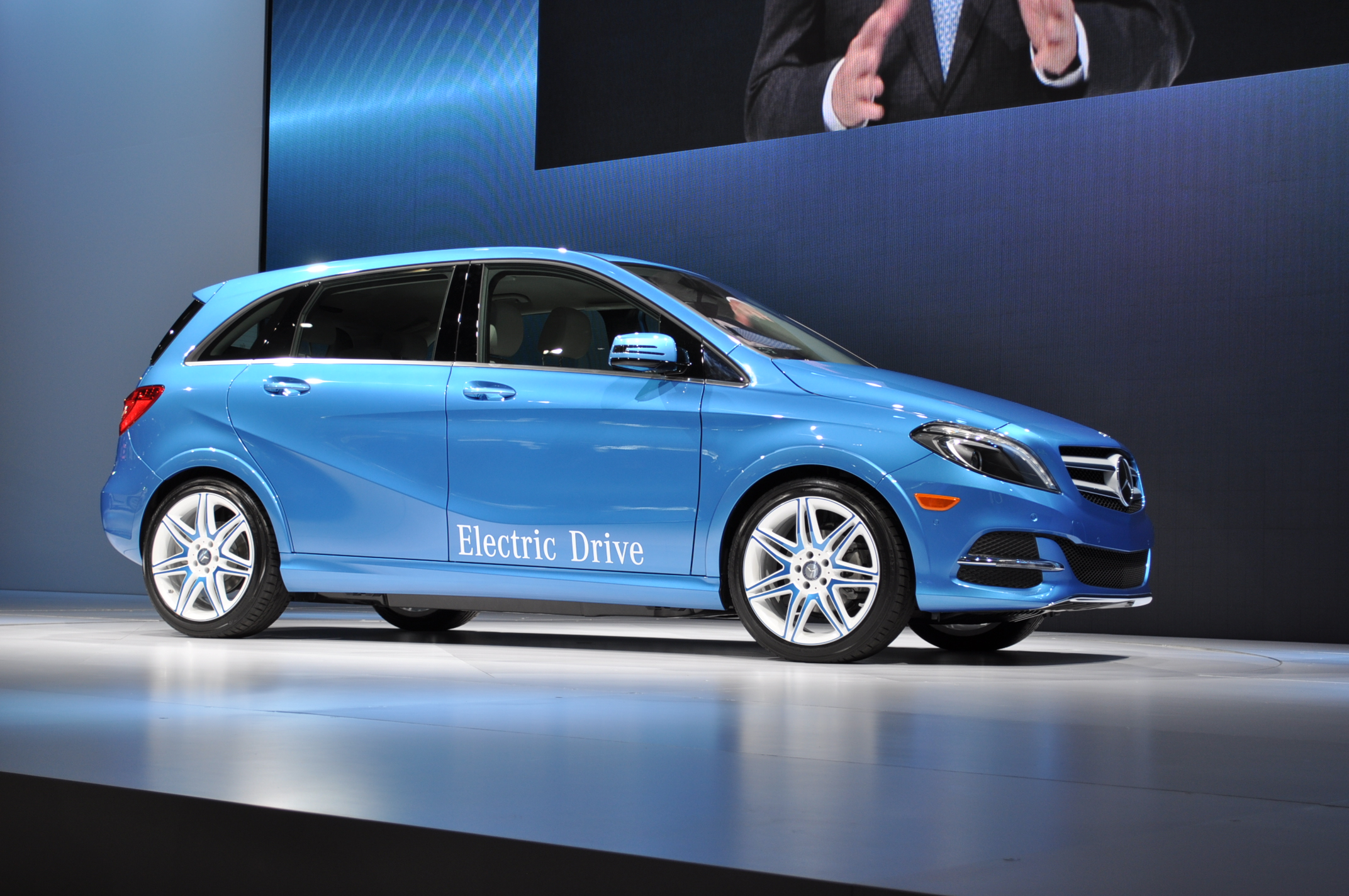 Mercedes benz b class electric drive live photos from ny show for Mercedes benz southampton ny