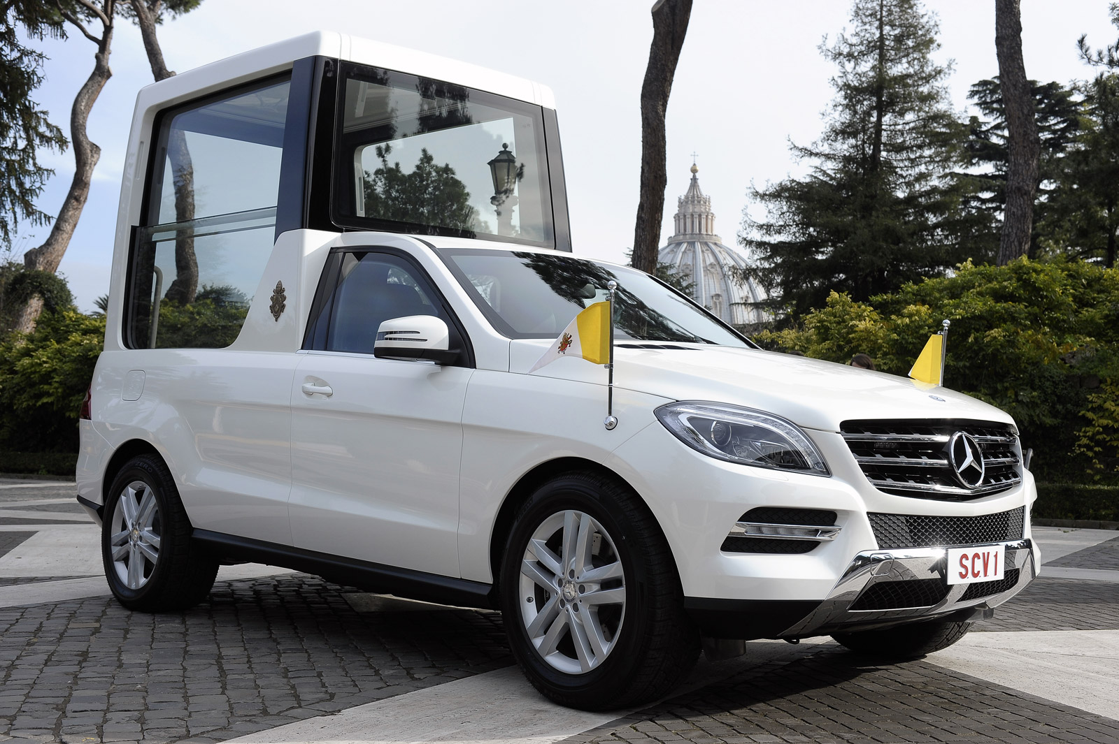 Cars With A Third Row >> Pope Francis Presented With Mercedes M Class-Based Popemobile