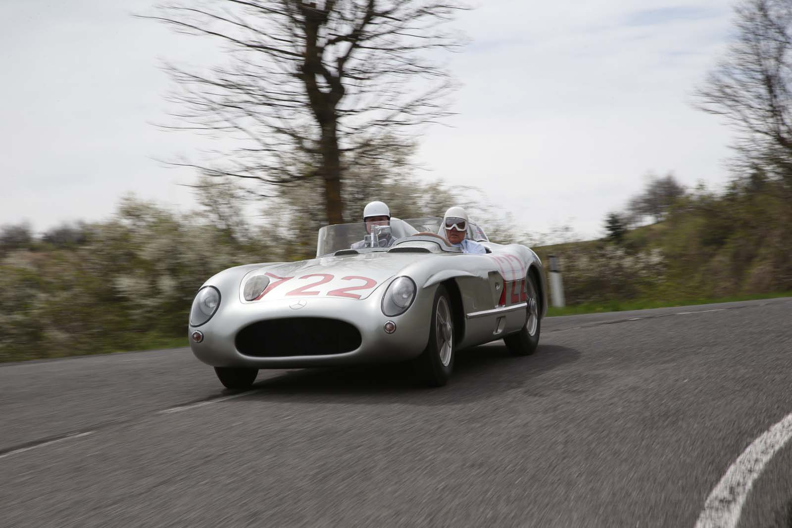 Mercedes benz to honor sir stirling moss at pebble beach for Moss motors mercedes benz