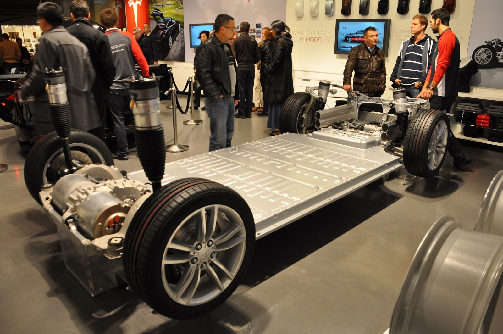 Tesla Model S Lithium Ion Battery Pack In Rolling Chassis