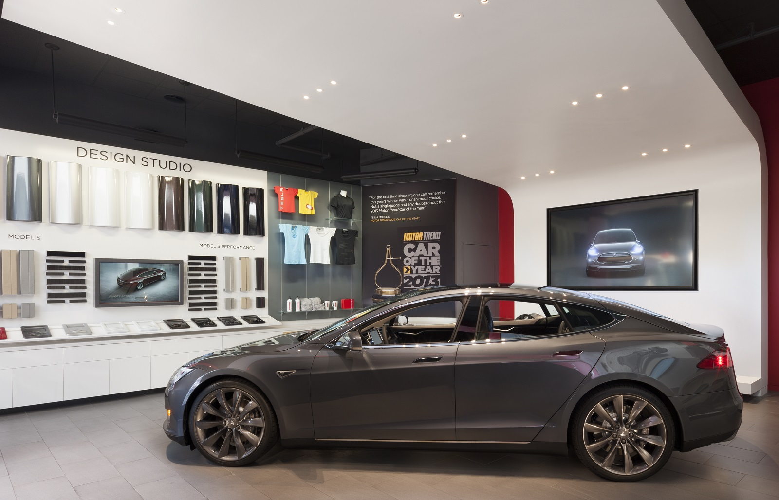 Lexus Keeping An Eye On Tesla Calls Mall Stores Clever