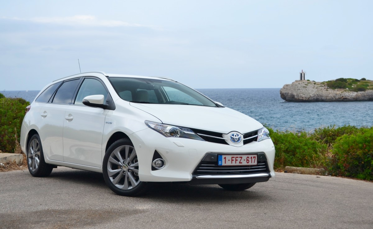toyota auris hybrid wagon are you missing out on europe 39 s. Black Bedroom Furniture Sets. Home Design Ideas