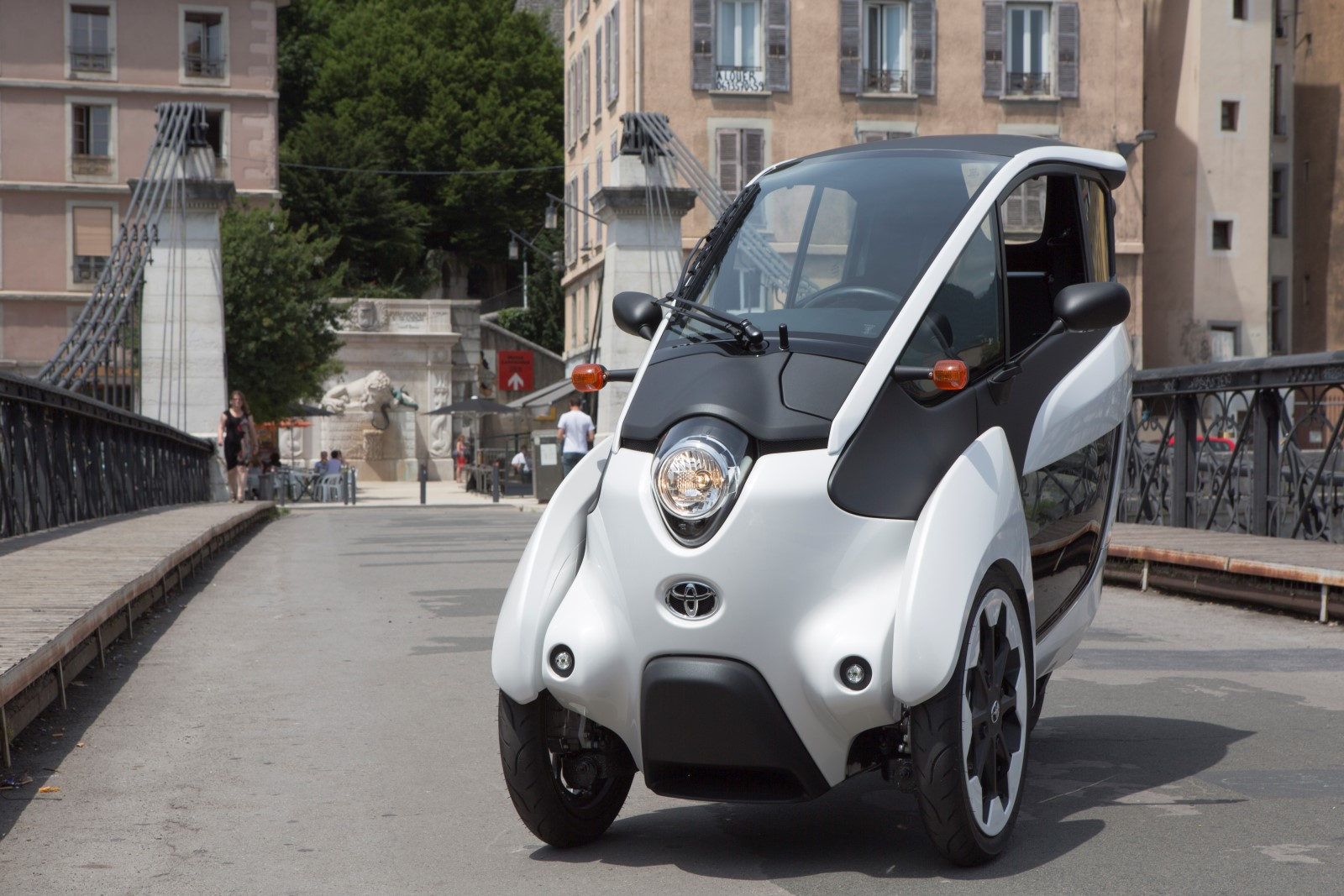 toyota i road electric city car undergoes french car share trials. Black Bedroom Furniture Sets. Home Design Ideas