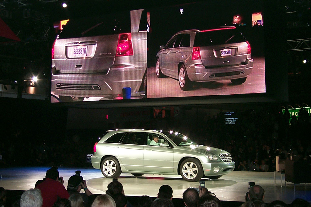 2002_chrysler_pacifica_concept_100005110_l.jpg