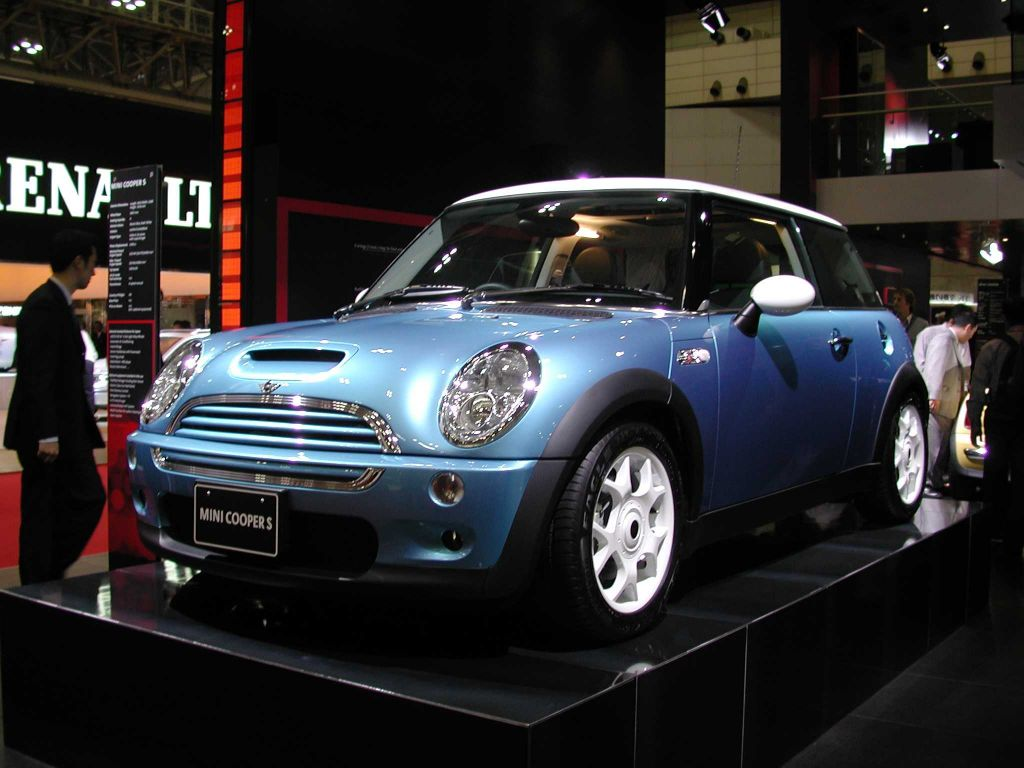 2002 mini cooper pictures photos gallery the car connection. Black Bedroom Furniture Sets. Home Design Ideas