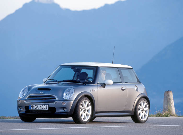 2004 mini cooper pictures photos gallery motorauthority. Black Bedroom Furniture Sets. Home Design Ideas