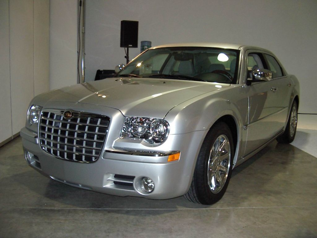 2005 chrysler 300 pictures photos gallery motorauthority. Black Bedroom Furniture Sets. Home Design Ideas