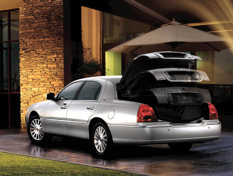 Lincoln Car Pictures Lincoln Town Car 2010 Let The Good Times Roll