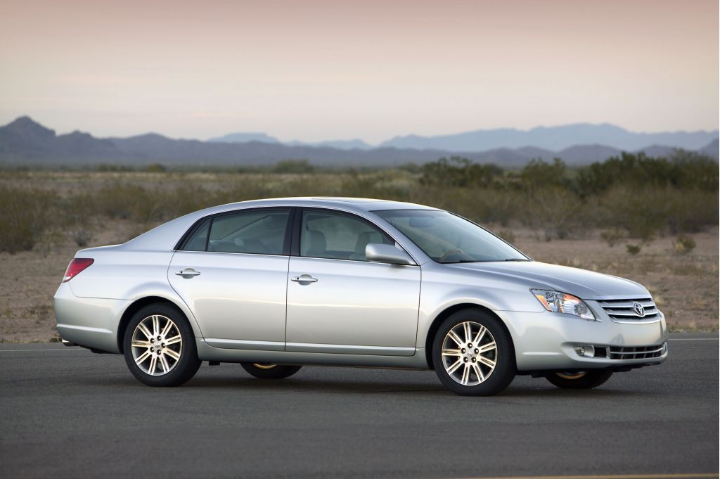 2005 toyota avalon pictures photos gallery the car. Black Bedroom Furniture Sets. Home Design Ideas