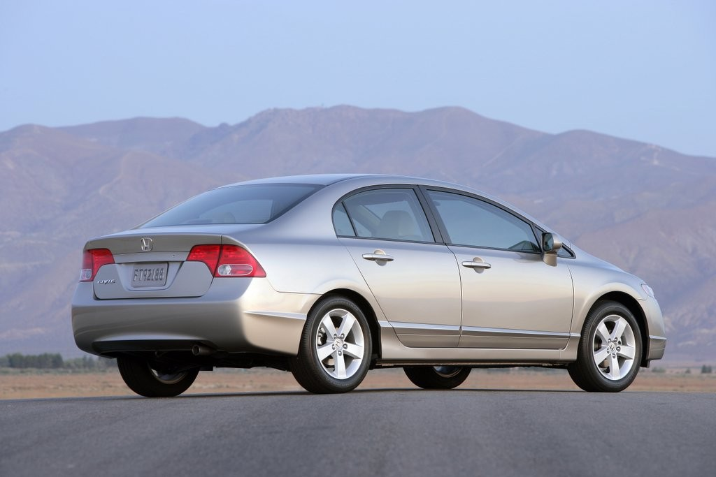 2006 honda civic  | thecarconnection.com