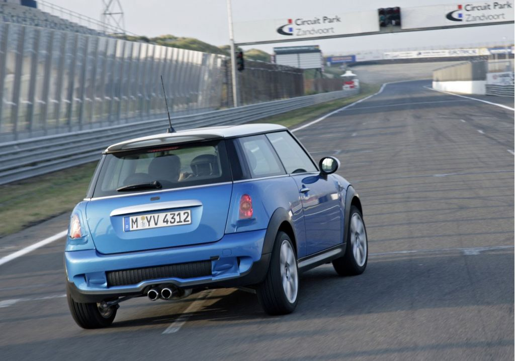 2007 mini cooper pictures photos gallery the car connection. Black Bedroom Furniture Sets. Home Design Ideas