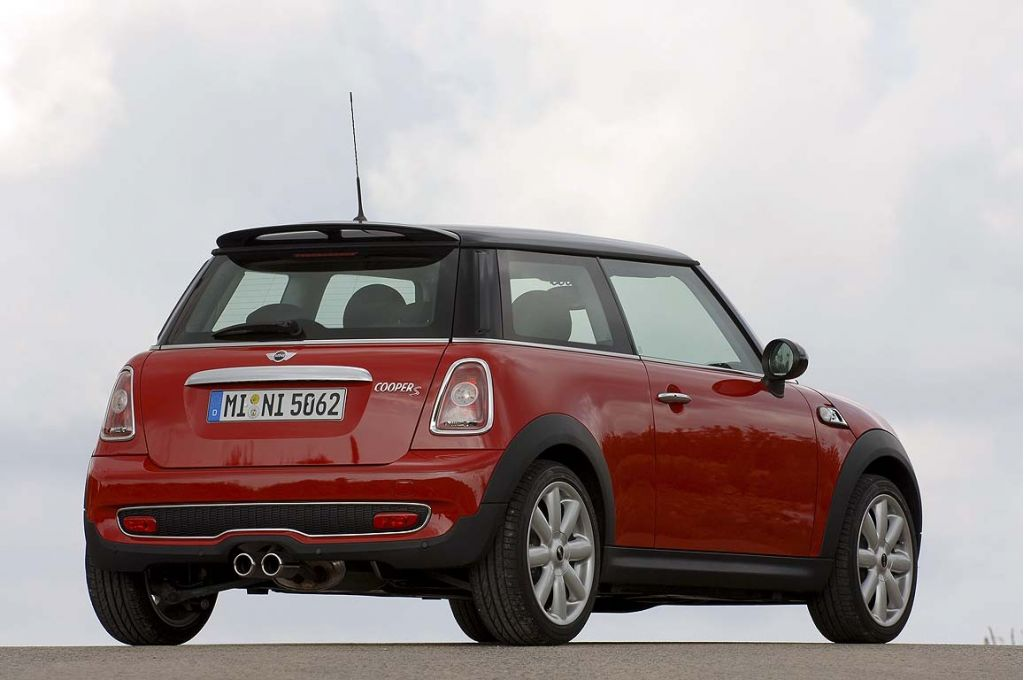 2007 mini cooper pictures photos gallery green car reports. Black Bedroom Furniture Sets. Home Design Ideas