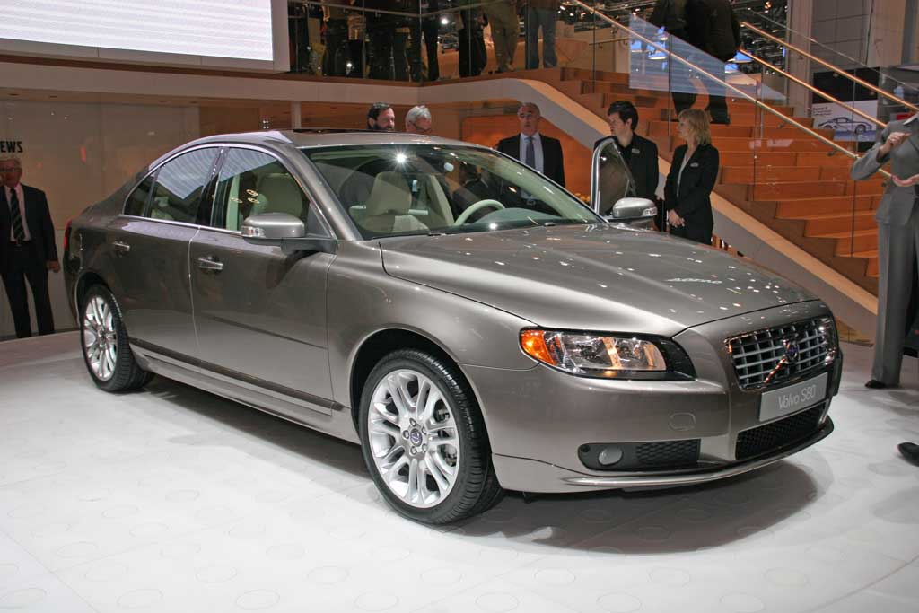 volvo s80 recalled for power steering flaw. Black Bedroom Furniture Sets. Home Design Ideas