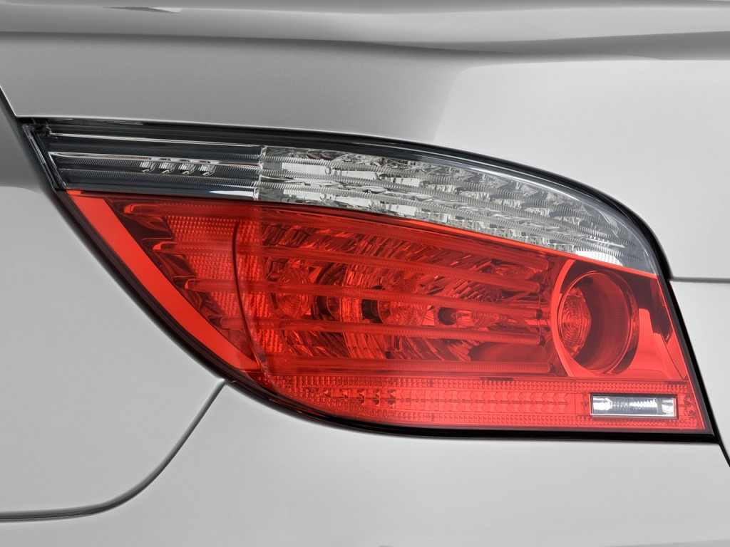 Image 2008 Bmw 5 Series 4 Door Sedan 528i Rwd Tail Light