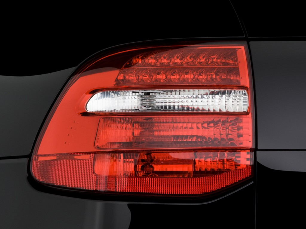 tail light on a 2008 cayenne http images thecarconnection com l 00287177_l jpg