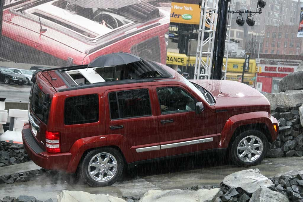2008 jeep liberty pictures photos gallery   motorauthority