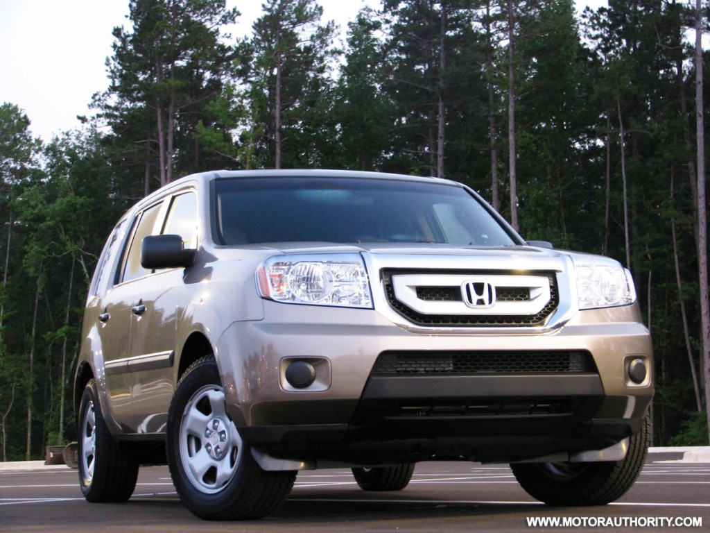 Image 2009 honda pilot lx review motorauthority 010 size for Infiniti qx60 vs honda pilot