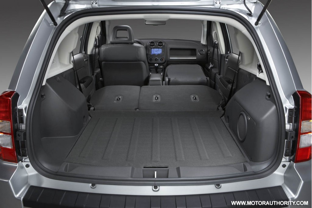 jeep patriot and compass receive interior updates for 2009. Black Bedroom Furniture Sets. Home Design Ideas