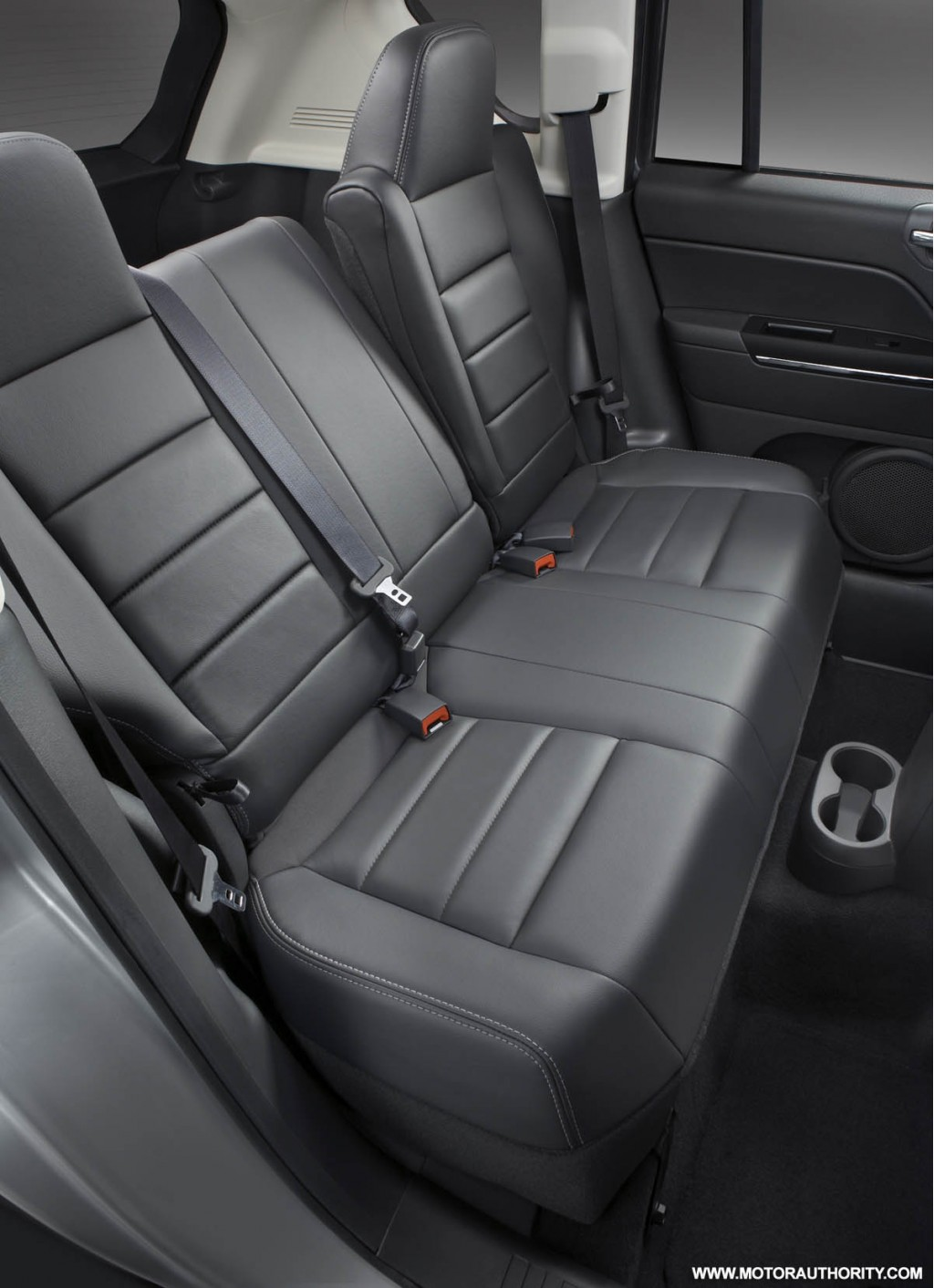 Jeep patriot and compass receive interior updates for 2009 for Interior redesign