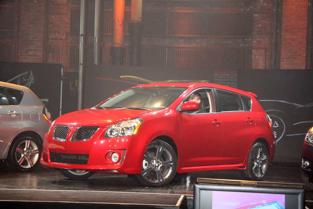 2009 pontiac vibe pictures photos gallery green car reports. Black Bedroom Furniture Sets. Home Design Ideas