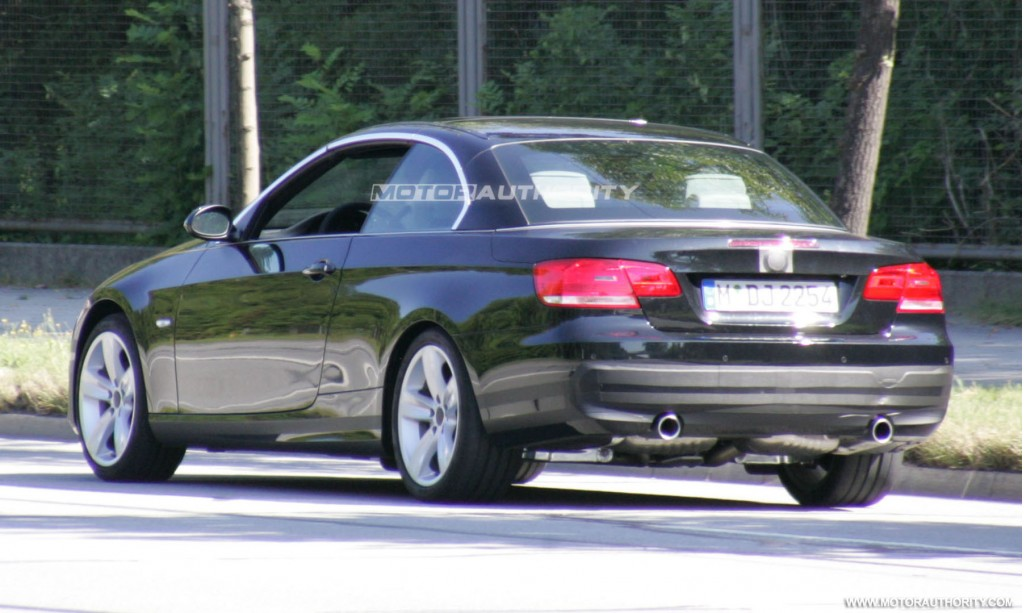 spy shots 2010 bmw 3 series convertible facelift. Black Bedroom Furniture Sets. Home Design Ideas