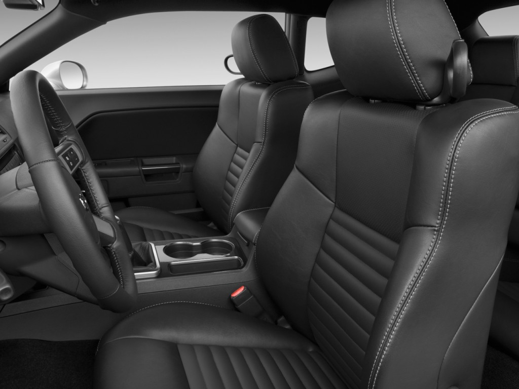 image 2010 dodge challenger 2 door coupe r t front seats. Black Bedroom Furniture Sets. Home Design Ideas
