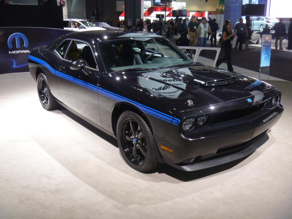 photo gallery dodge challenger at the 2010 los angeles auto show. Black Bedroom Furniture Sets. Home Design Ideas