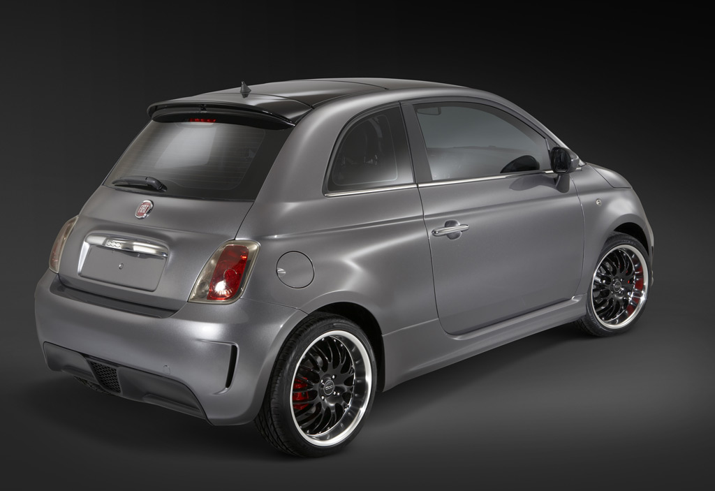 2010 detroit auto show fiat 500 bev concept on chrysler 39 s crowded stand. Black Bedroom Furniture Sets. Home Design Ideas