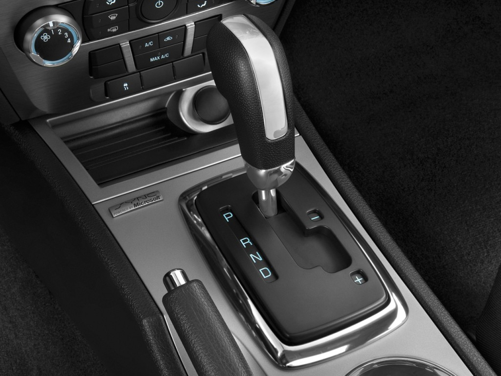 image 2010 ford fusion 4 door sedan se fwd gear shift. Black Bedroom Furniture Sets. Home Design Ideas