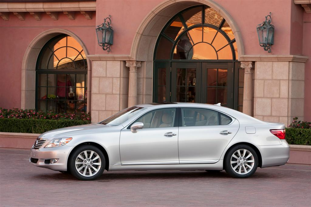 2010 lexus ls 460 preview priced from 64 680. Black Bedroom Furniture Sets. Home Design Ideas
