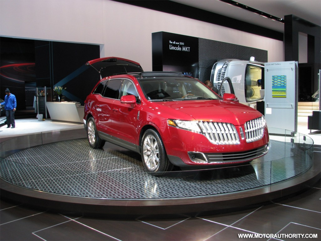 iihs awards 2010 lincoln mkt with top safety pick. Black Bedroom Furniture Sets. Home Design Ideas