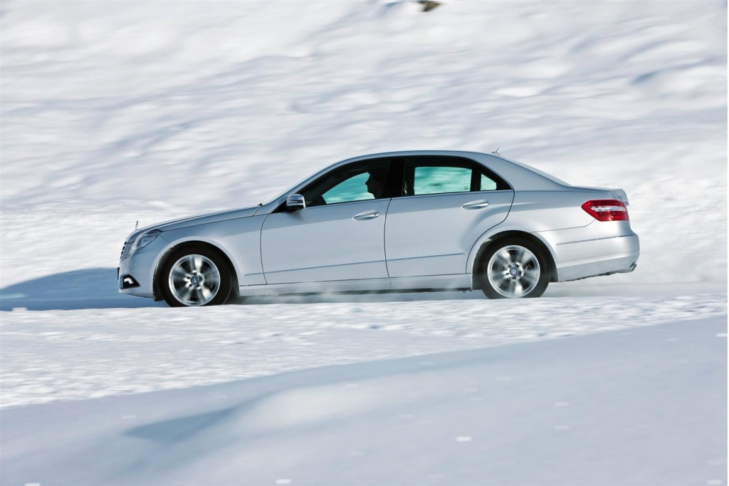 Mercedes shows off 2011 e class estate 4matic in the snow for 2010 mercedes benz e350 4matic