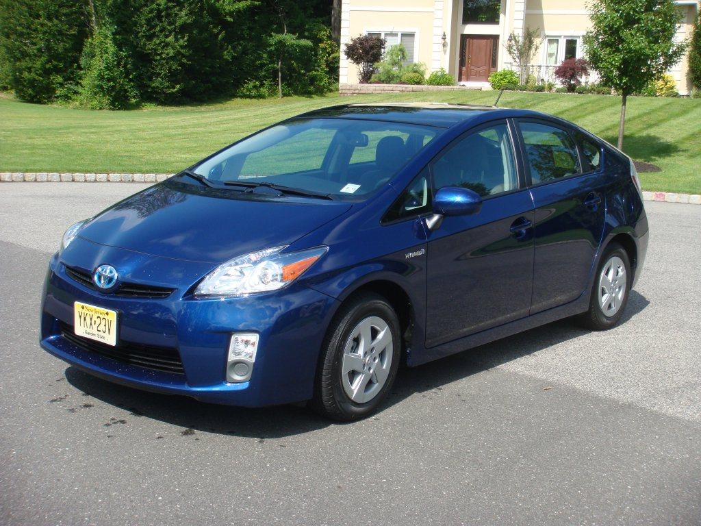 2010 Toyota Prius: Reviewing the Reviews