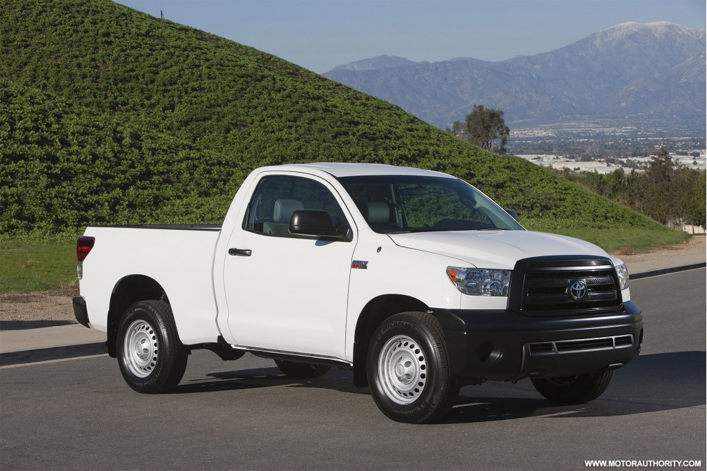 toyota rolls out 2010 tundra with new 4 6l v8. Black Bedroom Furniture Sets. Home Design Ideas