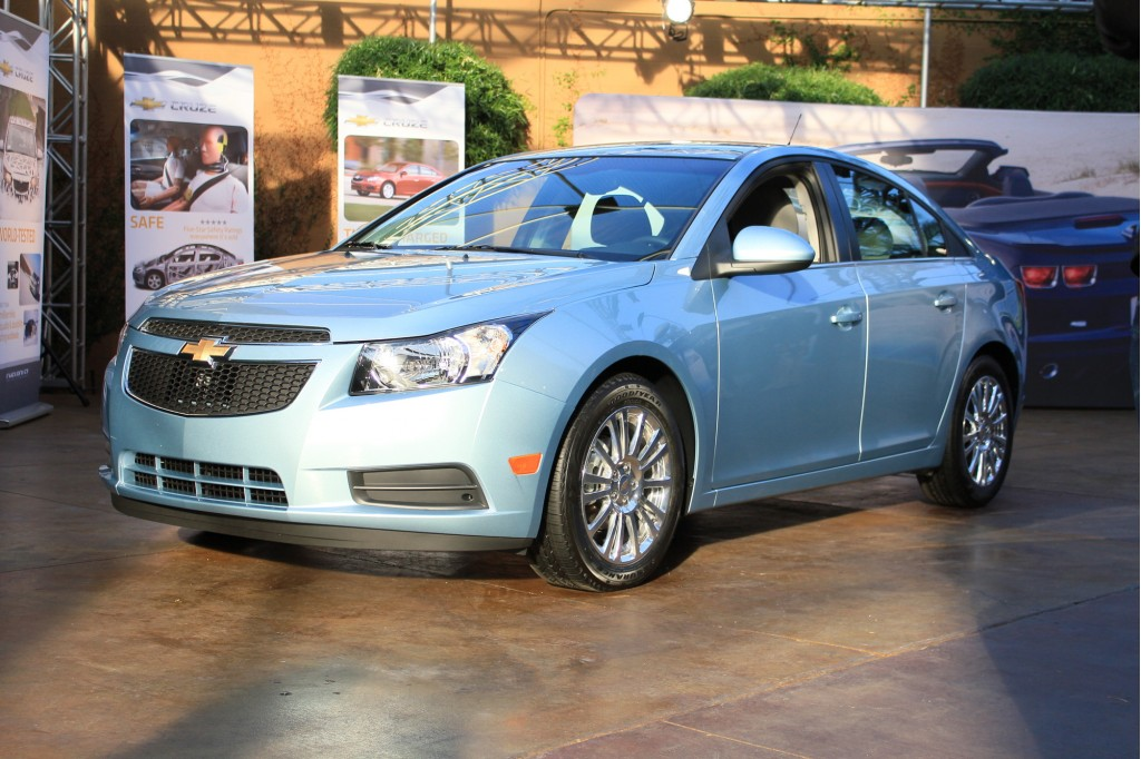 2011 Chevrolet Cruze Eco Quick Drive and Live Photos