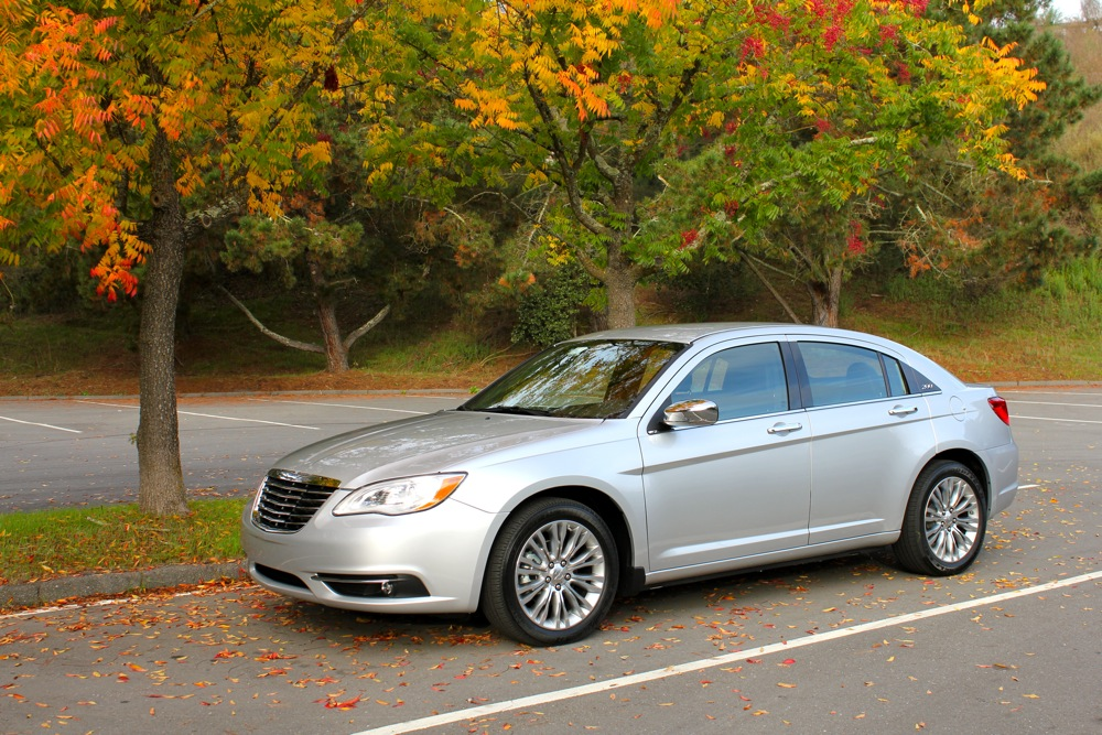 A better look at the Chrysler 200. Date Posted: 11/14/2010 6:15:AM
